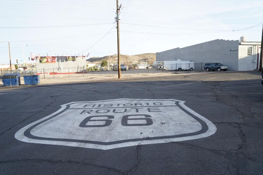 Här utanför Mr D's börjar den historiska delen av Route 66